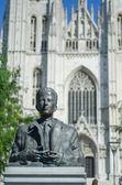 在布鲁塞尔大教堂前的雕像 — 图库照片