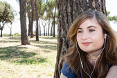 Pretty Girl listen to music in the meadow — Stock Photo