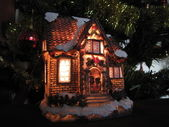 Festively lit house toy with Christmas tree and decorations — Foto de Stock