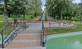 Deel van openbare tuinen - fonteinen en vijver — Stockfoto