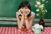 Outdoor ritratto di giovane donna — Foto Stock