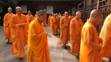 Monks at Wenshu Temple in Chengdu, China — Stock Video