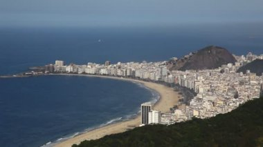 Aerial view of Rio de Janeiro Brazil beach Copacabana zoom out — Stock Video