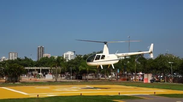 Vuelo en helicóptero aéreo rio de janeiro Brasil — Vídeo de stock