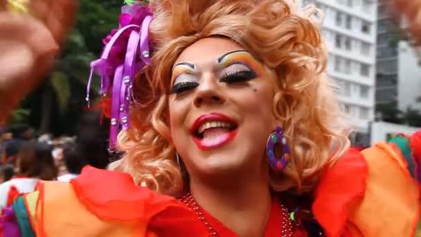 Travesti en lgbt gay pride parade sao paulo Brasil — Vídeo de stock