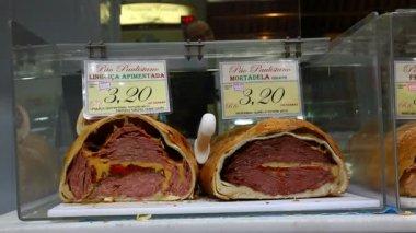 Meat sandwich at Municipal Market Brazil — Stock Video