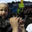 First haircut at Hasidic celebration of Lag B'omer in Meron - Stock Photo
