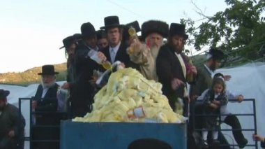 Hasidic celebration of Lag B'omer in Meron — ストックビデオ