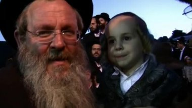 Hasidic celebration of Lag B'omer in Meron — Стоковое видео