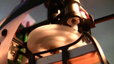 Mécanisme de hélicoptère électrique de jouet — Vidéo