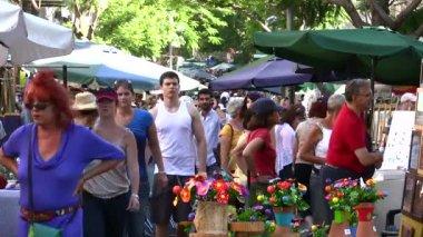 Crowd in street bazaar — Stock Video