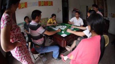 Chinese adult playing mahjong domino — Stock Video