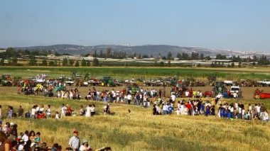 Celebration of 100 years of settlement in the Jezreel Valley during Shavuot — Stock Video