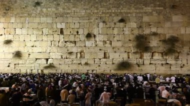 Prayers at the Western Wall in Jerusalem, Israel — Stock Video