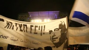 Tens of thousands of Israelis pay tribute on the 15th anniversary of the assassination of Prime Minister Rabin — Stock Video