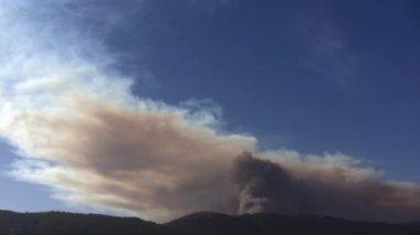 Huge cloud of smoke time lapse — Stock Video