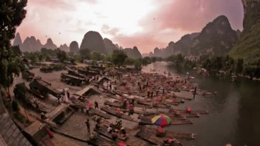 Aria calda in mongolfiera e rafting - yangshuo, lasso di tempo — Video Stock