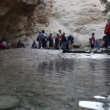 Stok video: Excursion to mountain river