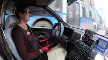 Female taxi driver — Stock Video