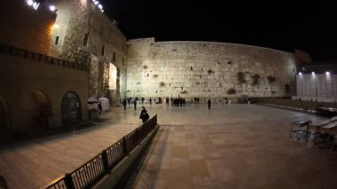 Praying at the Western Wall in Jerusalem — Stock Video