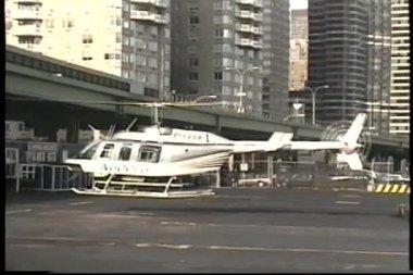 Helikopter opstijgen — Stockvideo