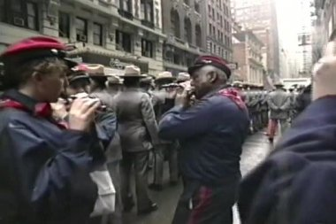 St. Patrick Day parade with flutes in Fifth Avenue, New York — Stock Video