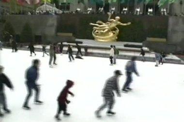 Rockefeller center buz pistinde, new york, abd pateni — Stok video