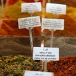 Spices and seasonings with names in English Hebrew and Arabic - Stockfoto