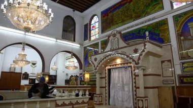 Believers pray afternoon prayer in Bushaief Synagogue — Stock Video #23079090