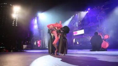 Drag Queen Kuki performs during the Gran Gala of the Carnival — Stock Video