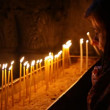 Christian pilgrims light candles in the Church of the Holy Sepulchre — Stock Video #23080204