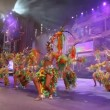 Carnival time! Carnival group with costumes during the Gran Gala of the festival — Stock Video