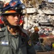 Rescue airborne female officer reports during earthquake drill — Stock Video #23080928