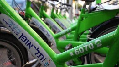 Neue öffentliche Fahrrad-Verleih-Projekt in Ben-Yehuda-Straße in tel Aviv, israel — Stockvideo