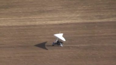 A Trike takes off during competition of ultralight airplanes — Wideo stockowe