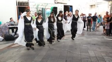 Upbeat modern Druze males and females dance Dabke — Stock Video