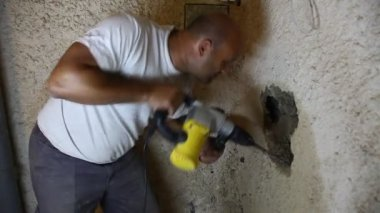 Construction plumber drills big hole to fix leaking water pipes — Stock Video