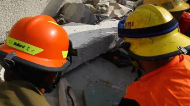 Firefighter lift huge chunk of concrete with pneumatic equipment — Stockvideo