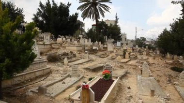 Mourning of martyrs (Shahids) of Land Day in graveyard of Sakhnin — Stock Video