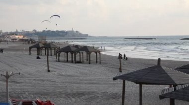 Skyline of Tel Aviv Jaffa Israel beach shoreline with motorized parachutes — Stok video