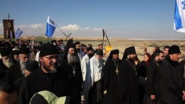Greek Orthodox Patriarch's procession at Qasr Al Yahud Baptismal Site, Israel — Stock Video