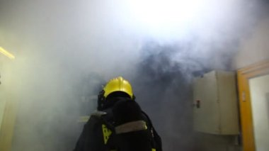Firefighters practice sealing of leak from corrosive toxic hazardous material — Stock Video