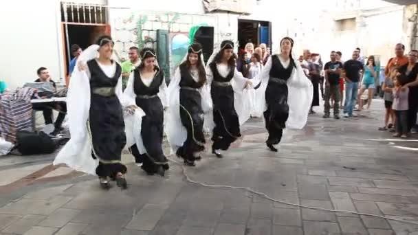fest kvinna dansa
