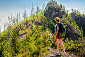 "Woman walks around ""Solop"" mountain in Turochak villiage (Altay) — Stock Photo"