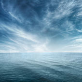 Clear blue sea and cloudy sky — Stock Photo