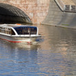 River motor ship on Moscow-river near cathedral of Christ the Sa — Stock Photo