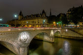 France Paris - Pont Neuf bridge at night — Stock Photo
