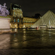 Louvre Pyramid and Pavillon Richelieu — Stock Photo