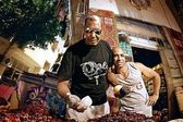Fruit sellers in the market in Egypt — Stock Photo