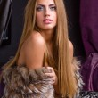 Beautiful woman wearing fur — Stockfoto